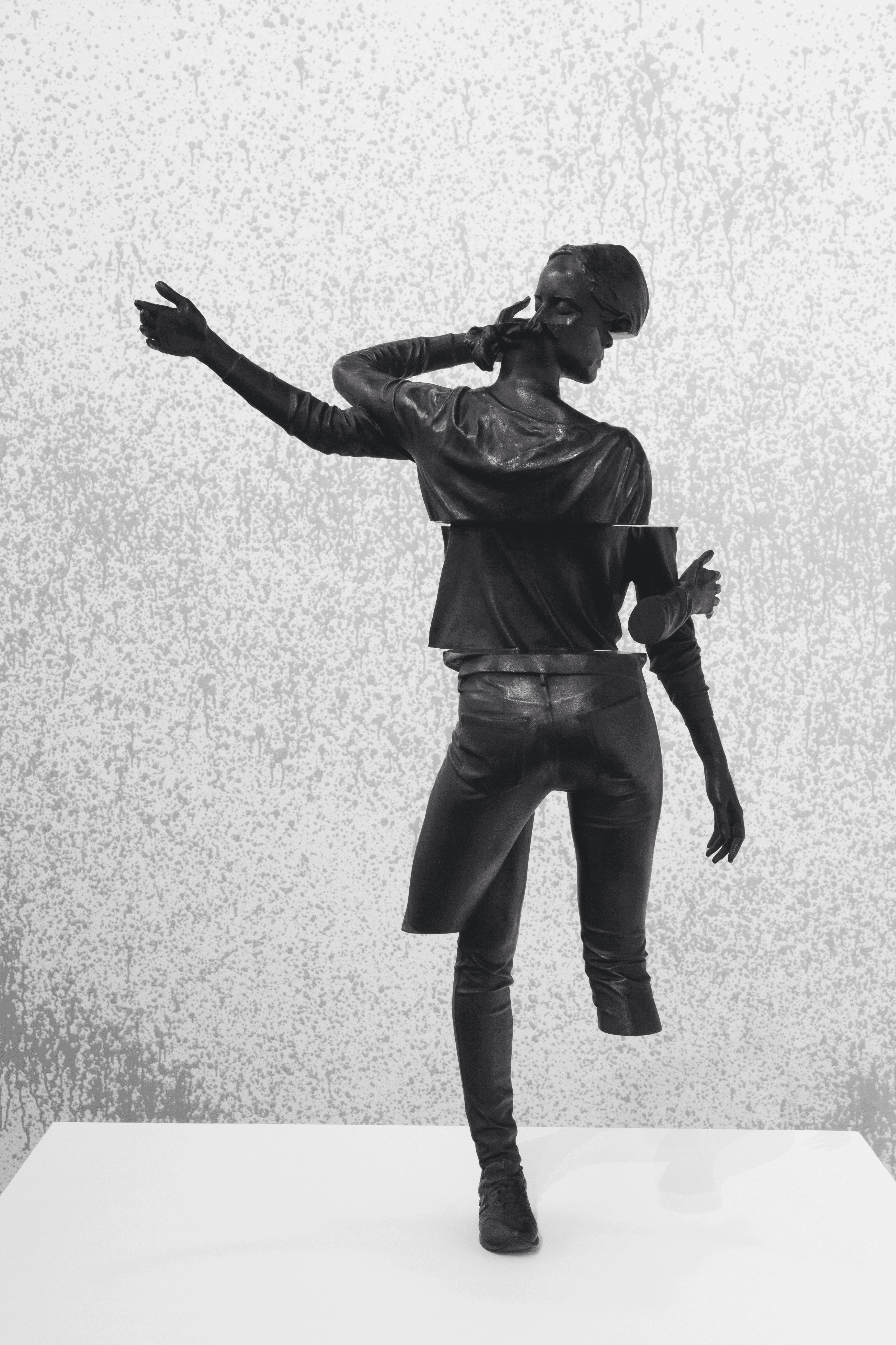 Daniel Firman, Saisir l'impossible (Sonia), 2018